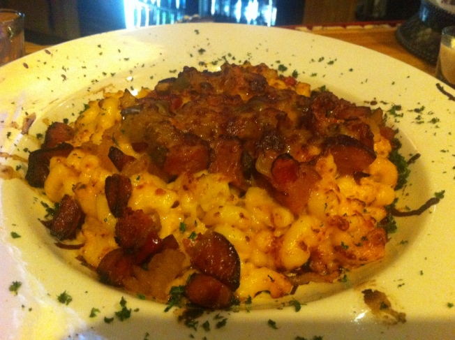 Black Oak Sausage & Gourmet Mac N Cheese Pan Seared Black Oak Sausage with Roasted Pepper an d Onion Cheesy Cheddar Mac 10.99