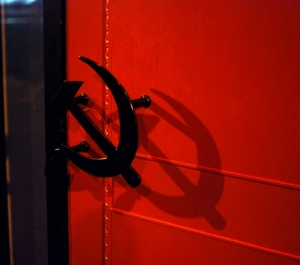 Hammer_Sickle_door