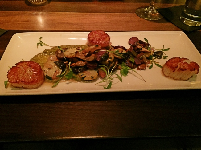 Scallops, Pablano and 32 Mushroom Hash, Tomatillo Sauce 400 | 17 | 25 | 35 | 4 | gf